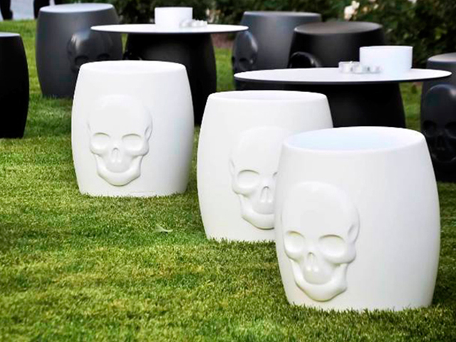 Tabouret skull t te de mort blanc location mobilier d for Location mobilier exterieur