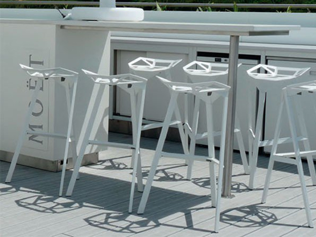 Tabouret de bar stool one blanc location mobilier d 39 ext rieur for Location mobilier exterieur